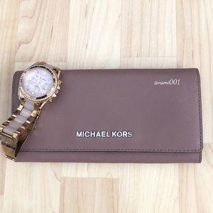 Michael Kors Jet Set Travel Carry All Wallet - EUC